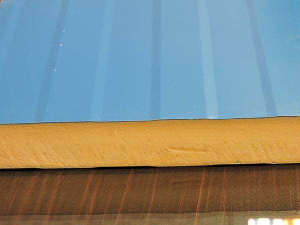 جنس لایه عایق و ورقههای پانل سقفی